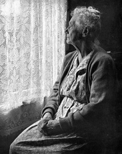 Elderly_Woman_,_B&W_image_by_Chalmers_Butterfield2